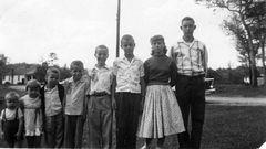 E-Dennis, Delores, Roger, Dwaine, Larry, Estel, Marsha, Delmer Sexton - 1957