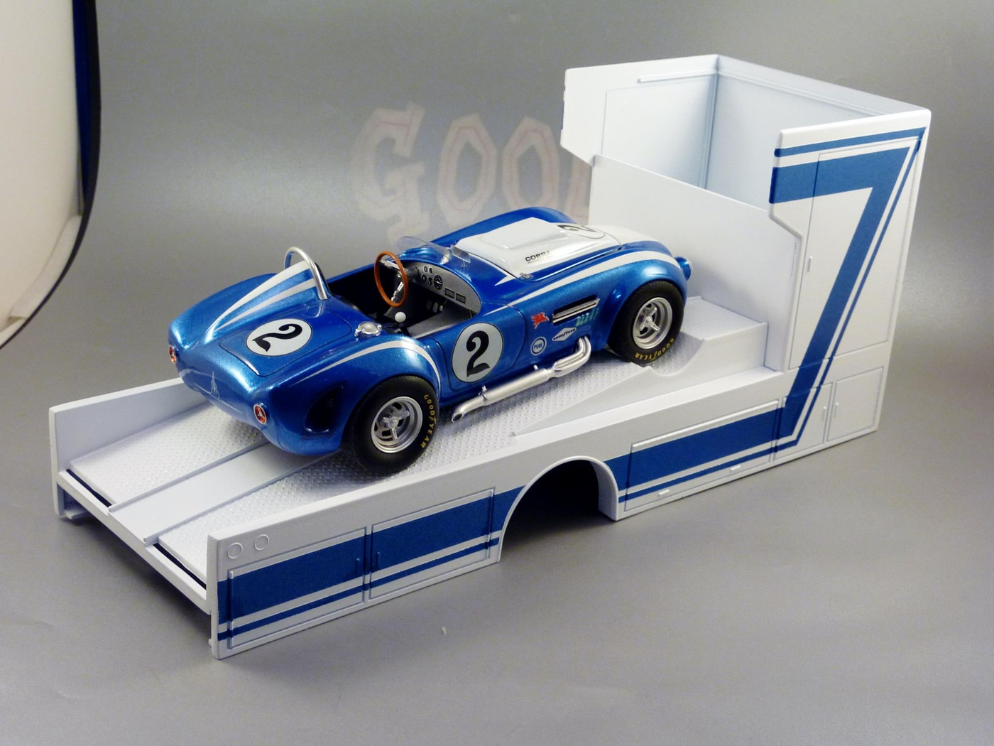 "Ford Louisville racing car hauler "" tribute to Caroll Shelby "" Terminé  Photo-vi"