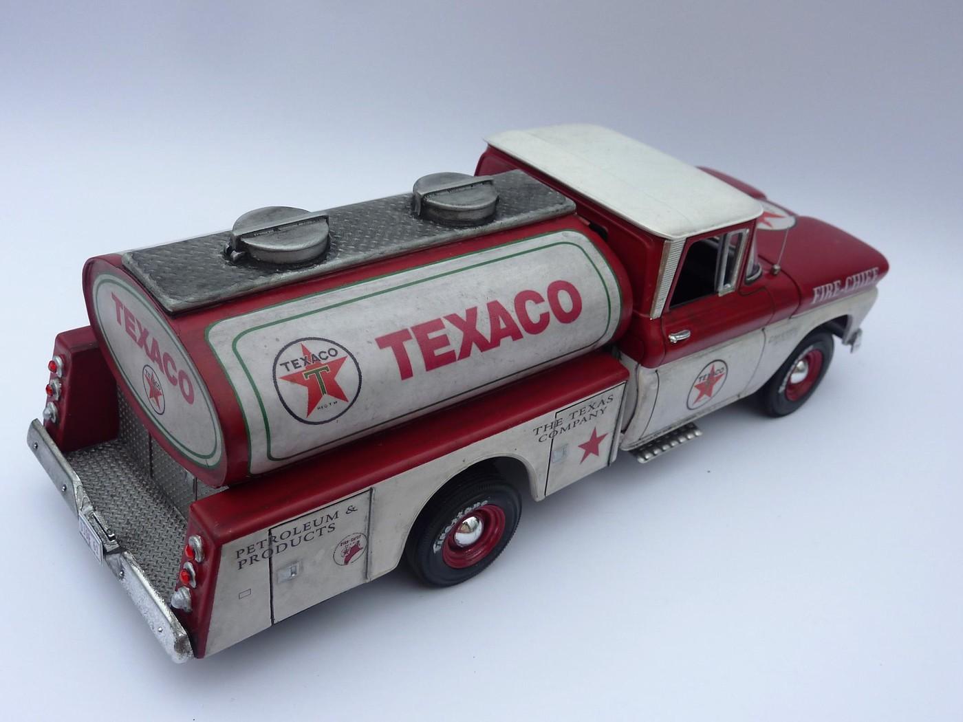 Chevy pickup 60 citerne texaco terminé - Page 3 Photo14-vi