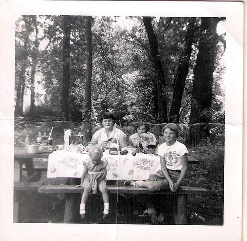 161-Mamaw Aree, Imogene, Aunt Pat and Mom