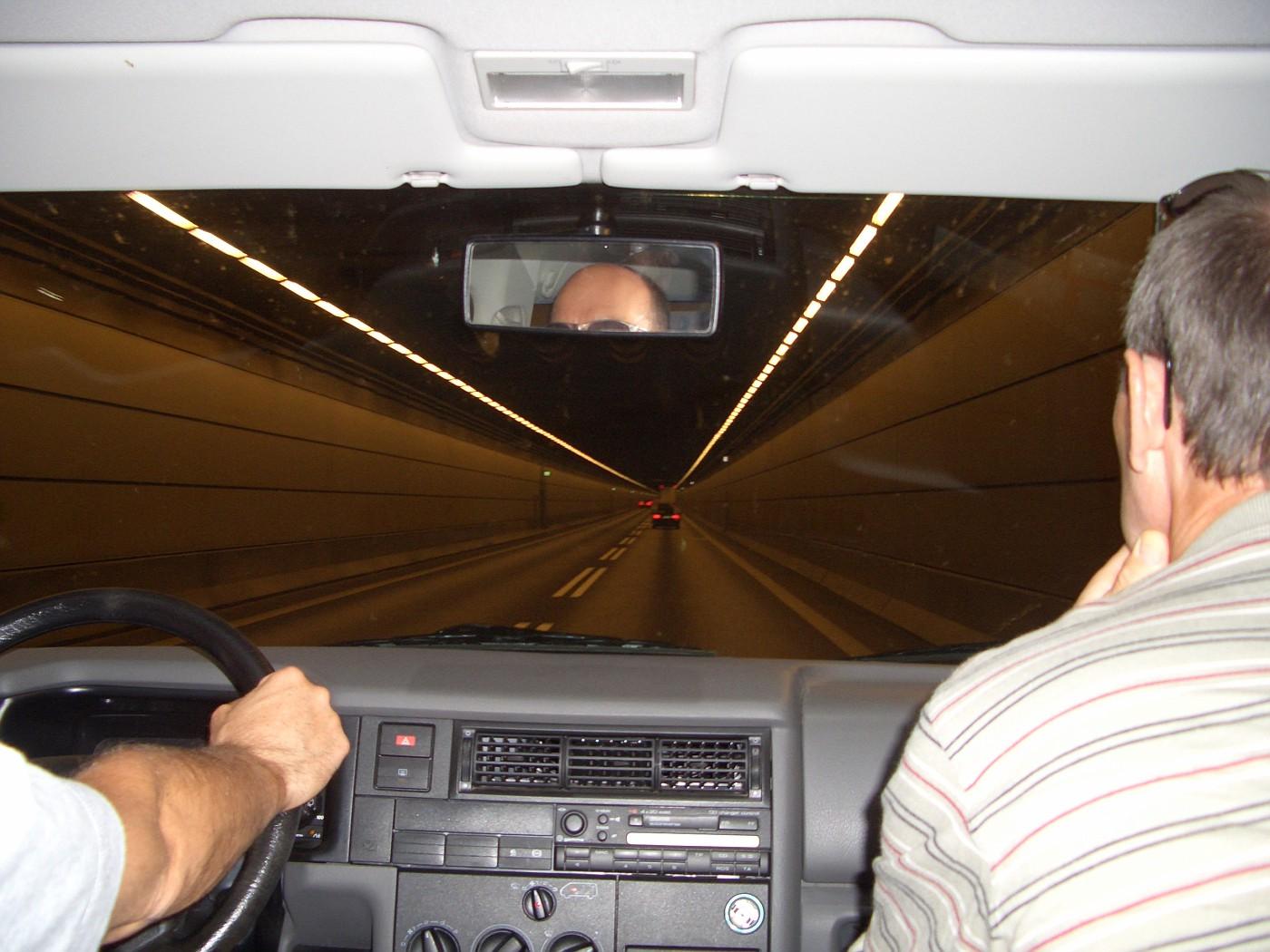 Im Autotunnel nach Schweden