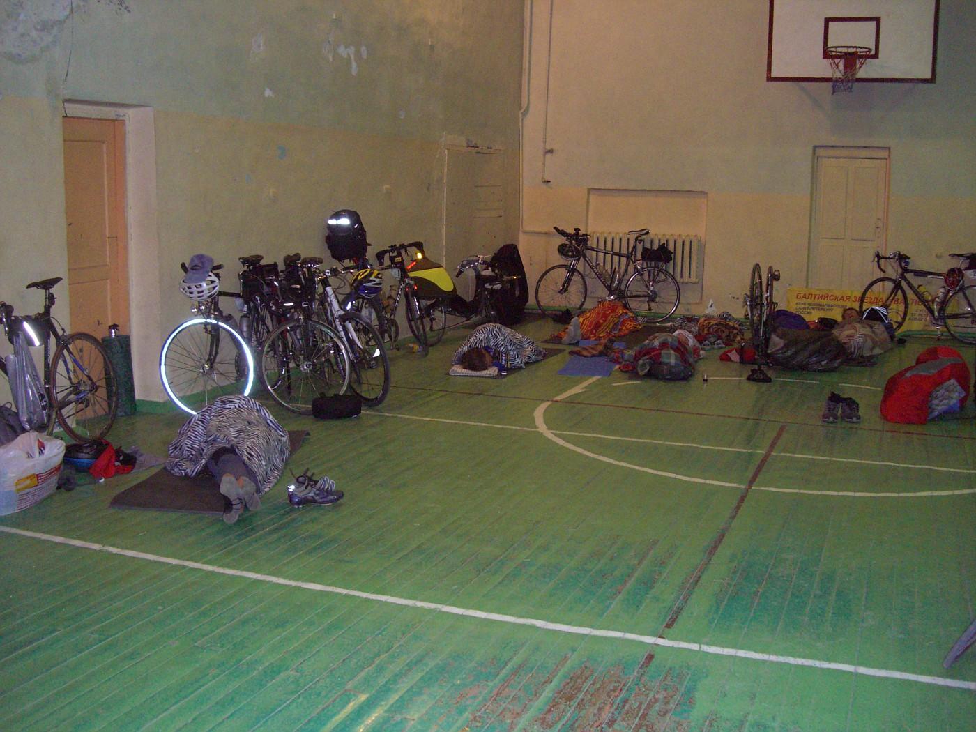 Räder in der Sporthalle Sortavala