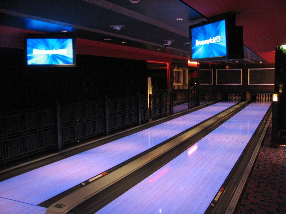 Norwegian Gem Bliss, bowling alley