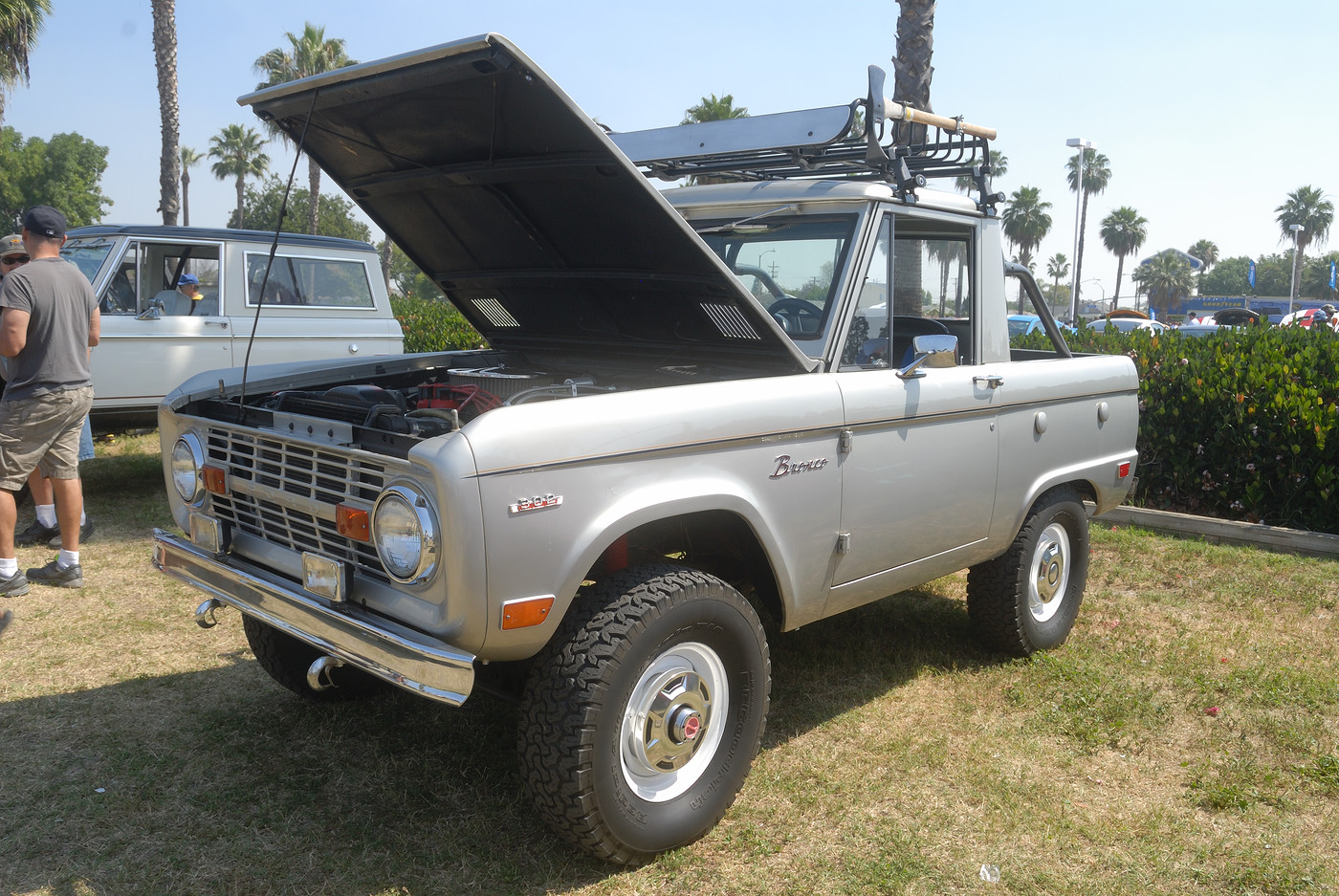 unidentified Ford Bronco DSC 4858