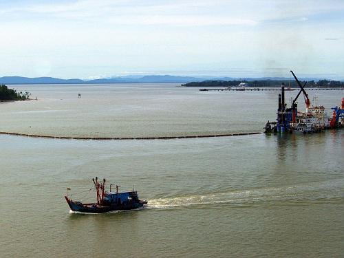 Approach to Brunei's cheap port