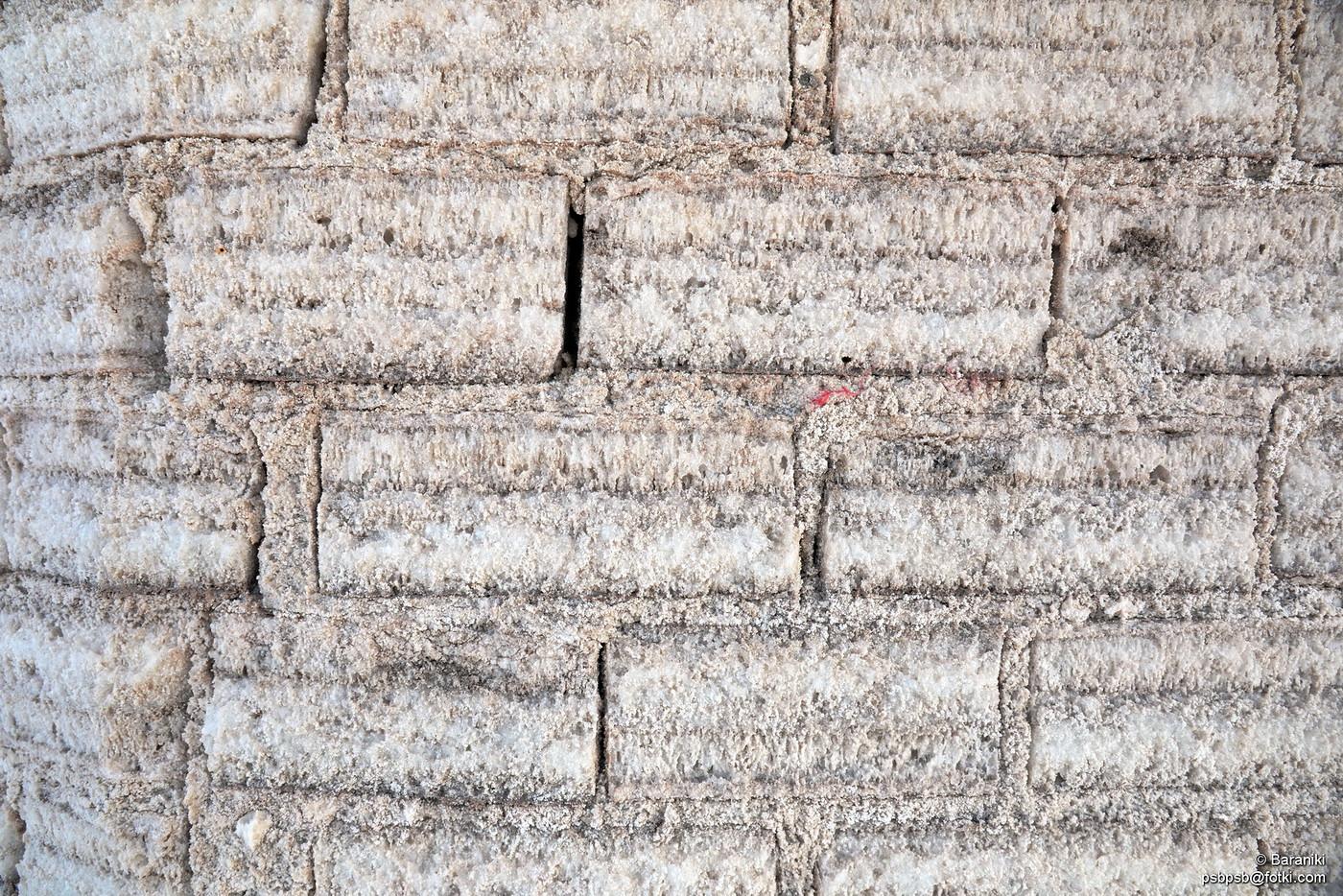 Cegły wycięte z soli
