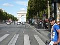 Manfred fährt zum Arc de Triomphe