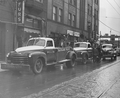 OH - Cleveland Police 1950 Chevy tow truck