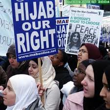 HIJAB HILLARY condemns the increasingly popular 'anti-Islam ...