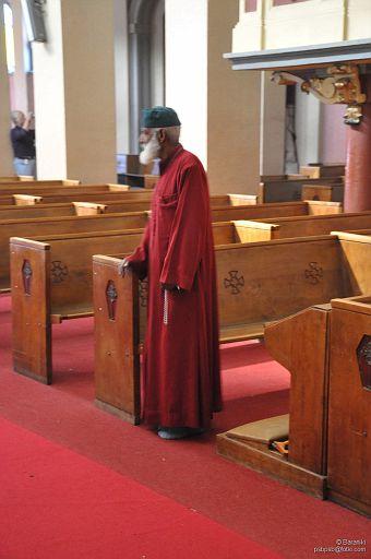 Mnich w katedrze św. Trójcy Adis-Abeba