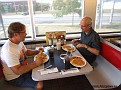 Dagens frukost/lunch intas på The Wafflehouse i Dayton.