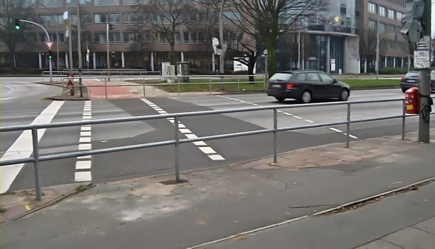 Radweg mit Gittern versperrt