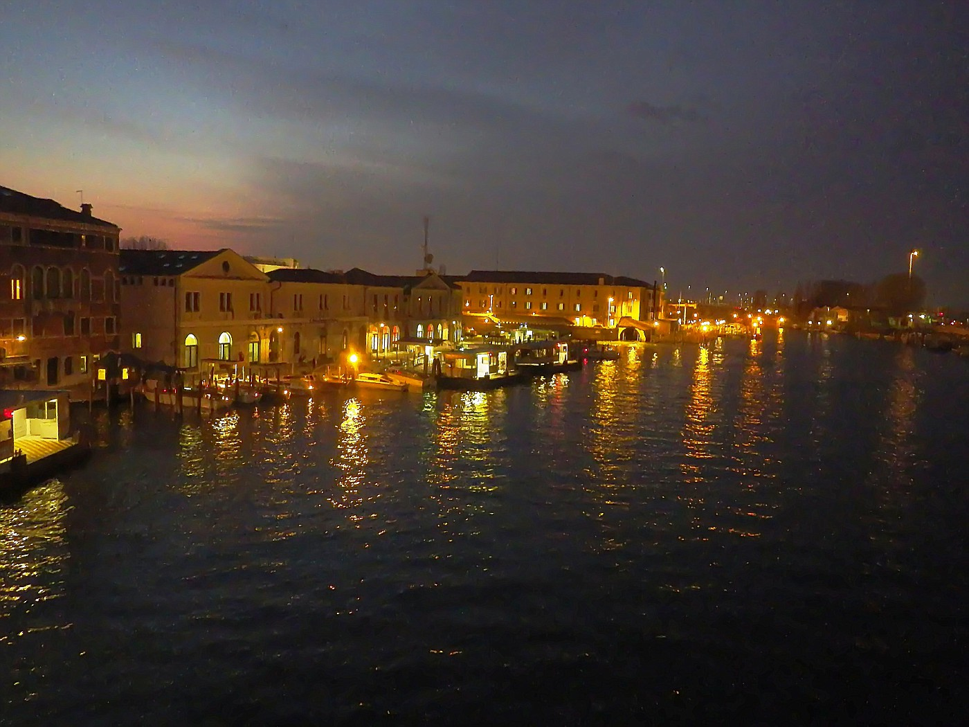 Canale di notte