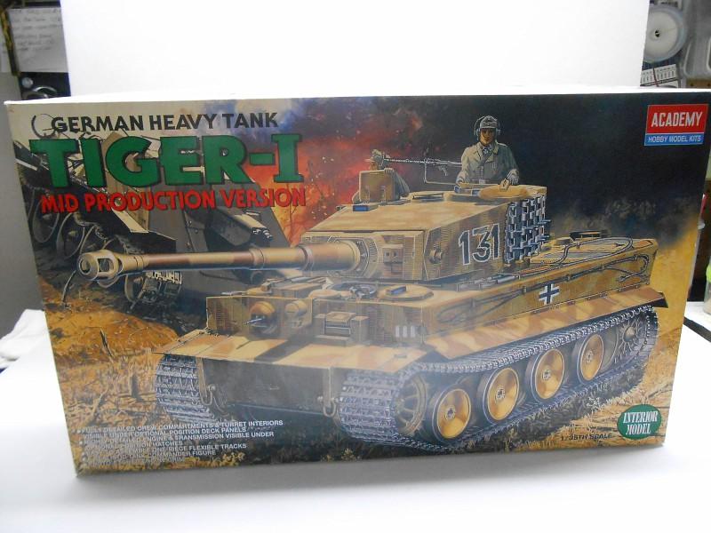 WW II TIGER I MID PROD VERSION DSCN0190-vi