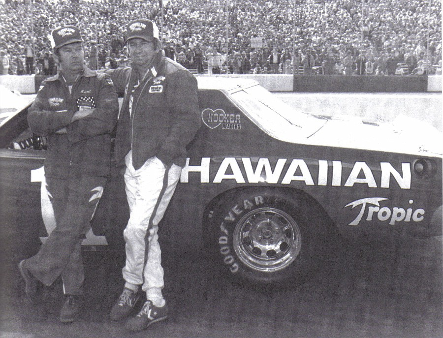 Photo Crew Chief Runt Pittman And Donnie Allison With Car