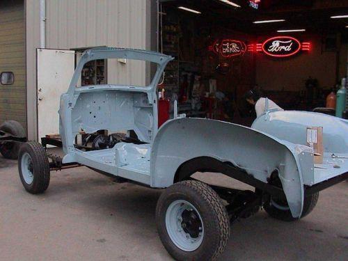 Photo: Marmon Herrington Ford rear frame, spring, axle and body