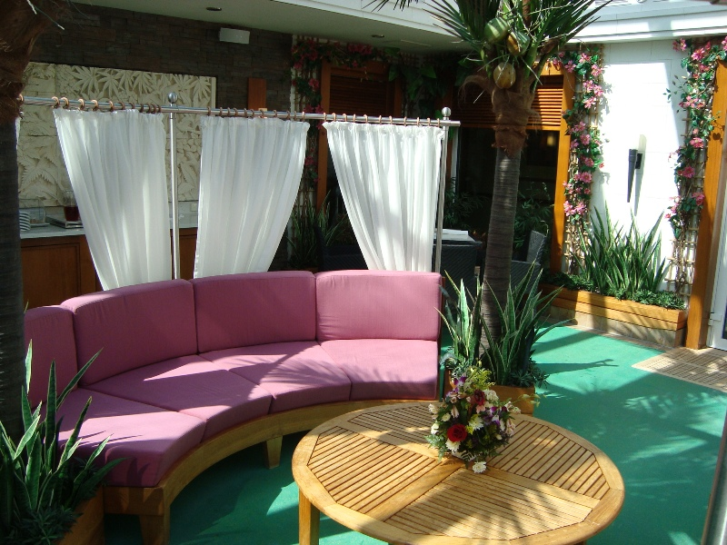 Courtyard / Deck 14